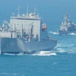 護衛艦「まつゆき」が米海軍補給艦と洋上補給 平成28年2月21日