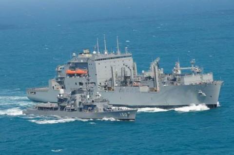 「まつゆき」が米海軍補給艦と洋上補給3