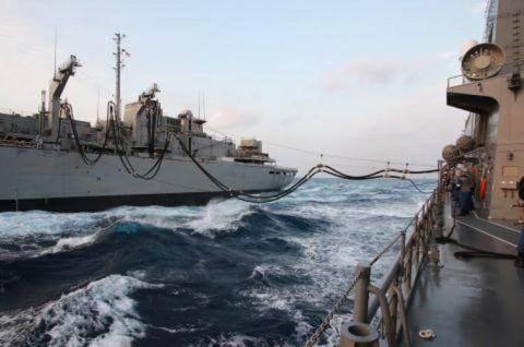 USNS「Rainier」との洋上補給の様子 画像No07