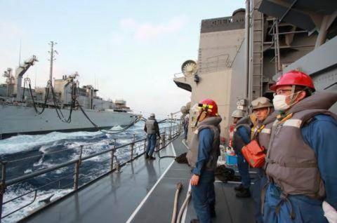 USNS「Rainier」との洋上補給の様子 画像No09