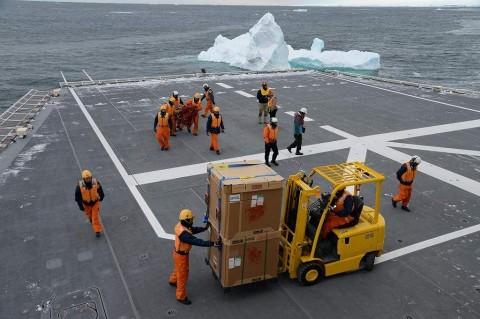砕氷艦「しらせ」による豪観測隊員等の輸送NO5