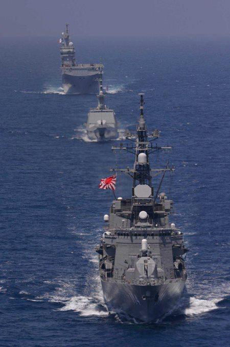 日フランス親善訓練 第23次海賊対処行動水上部隊「すずなみ」1