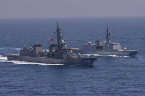 日フランス親善訓練 第23次海賊対処行動水上部隊「すずなみ」3