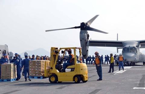 熊本地震への災害派遣(護衛艦「ひゅうが」オスプレイ)2