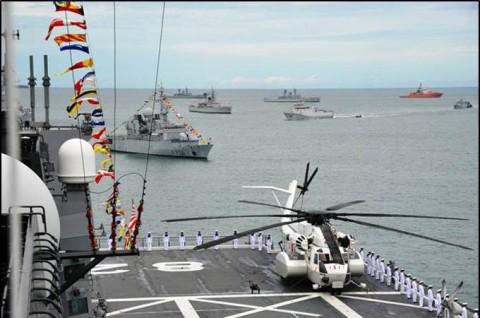 インドネシア海軍国際観艦式に参加 海上自衛隊 護衛艦「いせ」No1