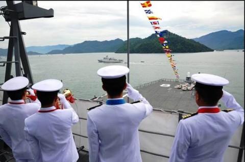インドネシア海軍国際観艦式に参加 海上自衛隊 護衛艦「いせ」No4