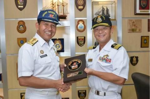 海上自衛隊 派遣海賊対処行動水上部隊(23次隊)のマレーシア寄港No03
