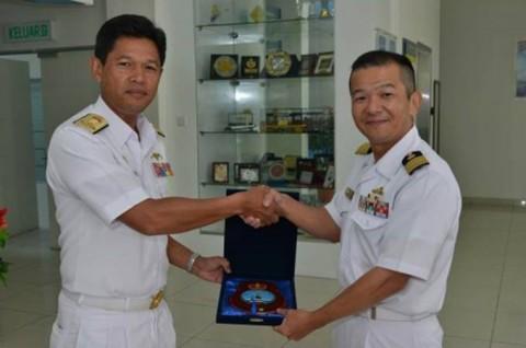 海上自衛隊 派遣海賊対処行動水上部隊(23次隊)のマレーシア寄港No04