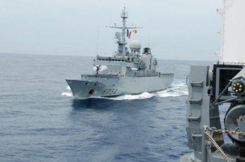 防衛省 海上自衛隊 フランス海軍との親善訓練 護衛艦うみぎりno2