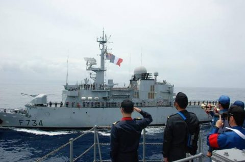 防衛省 海上自衛隊 フランス海軍との親善訓練 護衛艦うみぎりno3