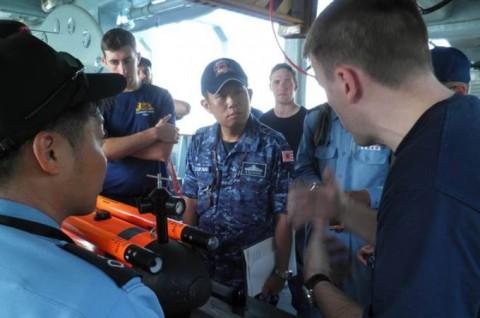 海上自衛隊 イギリス海軍との親善訓練No5