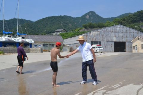 海上自衛隊 幹部候補生 約300名が江田島湾を力泳【遠泳訓練】No7