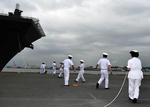 海上自衛隊の護衛艦「いずも」八戸港初入港入港から出港までの写真No03