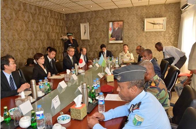 稲田防衛大臣 ソマリア・ジプチ海賊対策の海上自衛... 稲田防衛大臣 ソマリア・ジプチ海賊対策の
