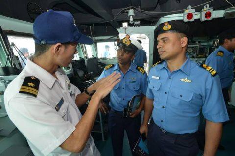 24次海賊対処行動水上部隊24 ゆうだち・ゆうぎりとインド海軍No03