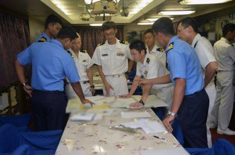 24次海賊対処行動水上部隊24 ゆうだち・ゆうぎりとインド海軍No04