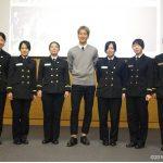 遠洋航海2016実習幹部が在ドイツ日本国大使館を研修する様子