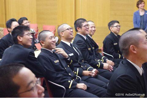 遠洋航海2016実習幹部が在ドイツ日本国大使館を研修する様子No08