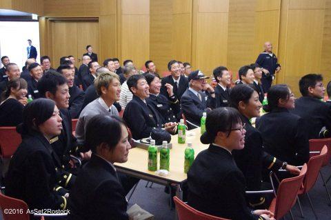 遠洋航海2016実習幹部が在ドイツ日本国大使館を研修する様子No11