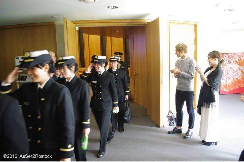 遠洋航海2016実習幹部が在ドイツ日本国大使館を研修する様子No12