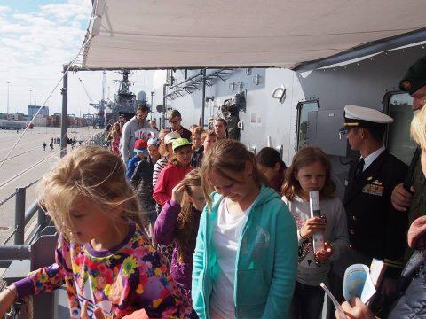 在リトアニア日本国大使館Facebookに練習艦隊寄港の記録が紹介No05
