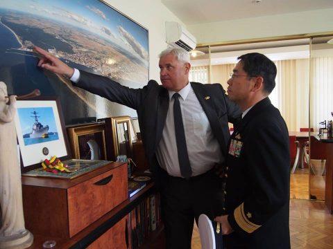 在リトアニア日本国大使館Facebookに練習艦隊寄港の記録が紹介No06