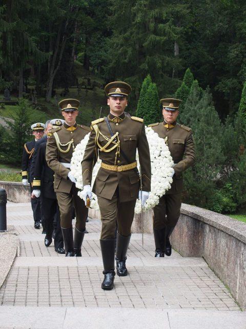 在リトアニア日本国大使館Facebookに練習艦隊寄港の記録が紹介No25