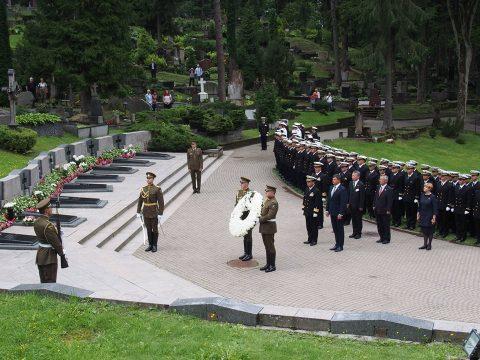 在リトアニア日本国大使館Facebookに練習艦隊寄港の記録が紹介No26