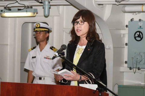 稲田朋美 防衛大臣 海上自衛隊 横須賀基地視察いずも・こくりゅうNo6