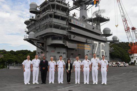 稲田朋美 防衛大臣 海上自衛隊 横須賀基地視察いずも・こくりゅうNo8