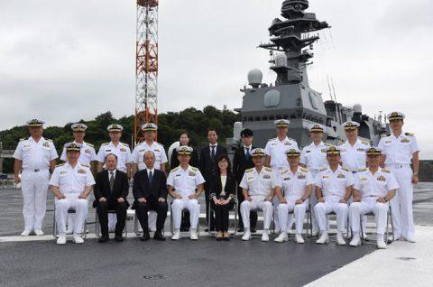 稲田朋美 防衛大臣 海上自衛隊 横須賀基地視察いずも・こくりゅうNo3
