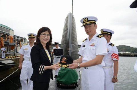 稲田朋美 防衛大臣 海上自衛隊 横須賀基地視察いずも・こくりゅうNo4