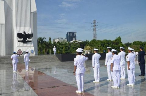 24次海賊対処行動水上部隊25 インドネシアのジャカルタに入港NO4