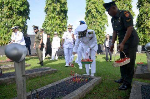24次海賊対処行動水上部隊25 インドネシアのジャカルタに入港NO5