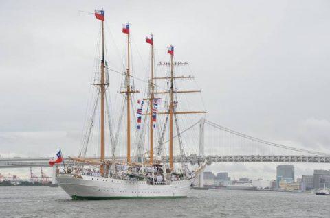 チリ海軍練習帆船「エスメラルダ」晴海ふ頭から出港No2