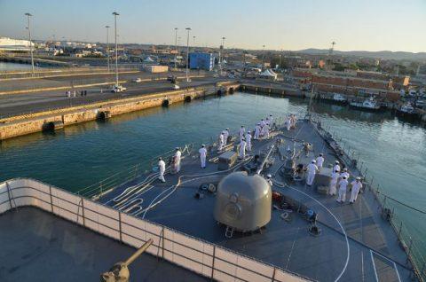 2016年幹部候補生 練習艦隊 遠洋航海19コロッセオ、トレビの泉No01