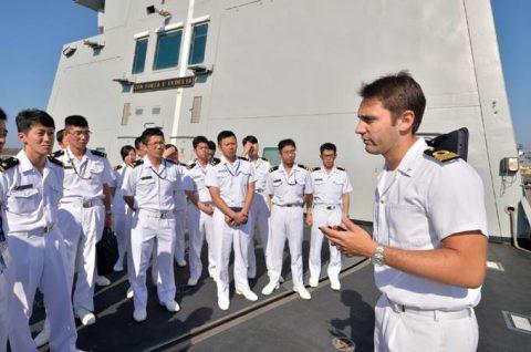 2016年幹部候補生 練習艦隊 遠洋航海19コロッセオ、トレビの泉No06