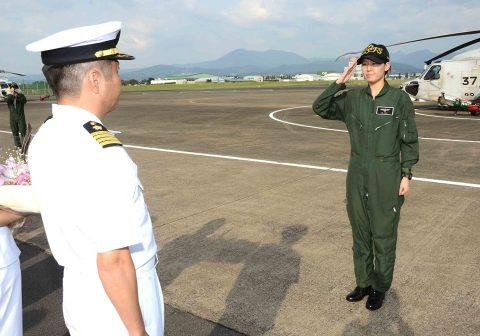 女性(哨戒 )ヘリコプター航空士初の第1配置員No2