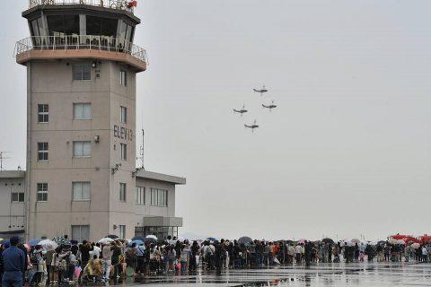 小月航空基地祭2016 青木教官のT-5 航空学生のドリルNo1