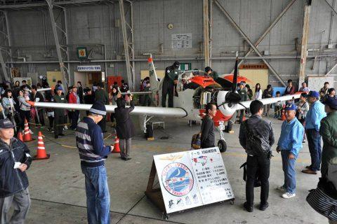 小月航空基地祭2016 青木教官のT-5 航空学生のドリルNo2