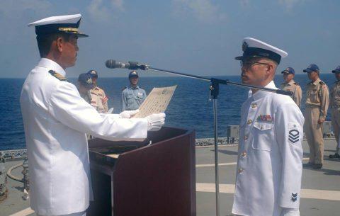 海上自衛隊 海賊対処水上部隊(25次隊)19永年勤続者表彰式No03