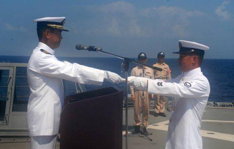 海上自衛隊 海賊対処水上部隊(25次隊)19永年勤続者表彰式No07