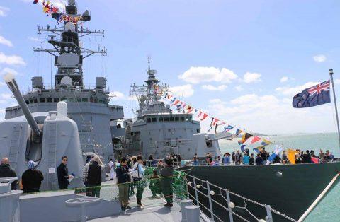 ニュージーランド海軍主催国際観艦式における護衛艦たかなみの記録No3