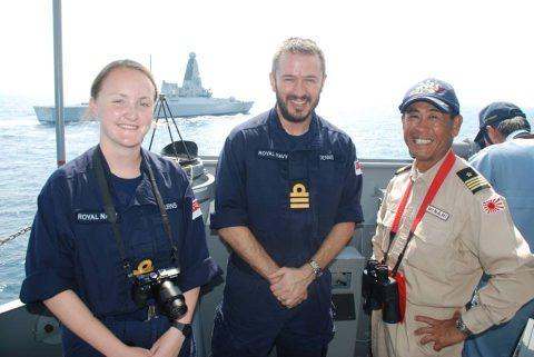 イギリス海軍 駆逐艦DARINGと護衛艦すずつき が親善訓練No02