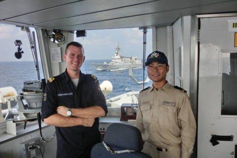イギリス海軍 駆逐艦DARINGと護衛艦すずつき が親善訓練No04