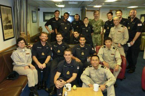 イギリス海軍 駆逐艦DARINGと護衛艦すずつき が親善訓練No08