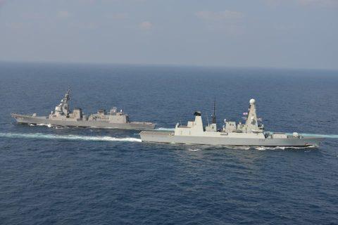 イギリス海軍 駆逐艦DARINGと護衛艦すずつき が親善訓練No10