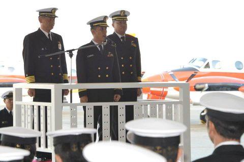 フィリピン海軍のパイロット2名が徳島航空基地に到着/TC-90No5