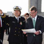 アメリカ合衆国国防長官カーター閣下 海上自衛隊護衛艦いずもを視察