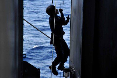 防衛省 海上自衛隊 26次派遣海賊対処行動水上部隊 25次隊から任務交代
